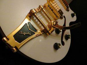 Foto guitarra eléctrica de cuerpo hueco