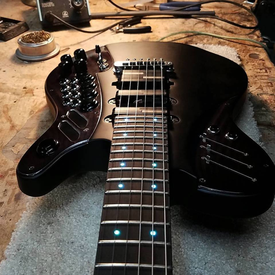 guitarra-con-usb-y-midi