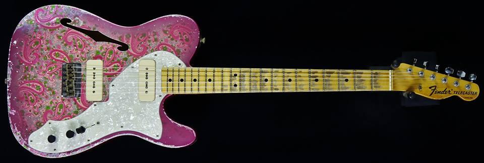 guitarra electrica rosa