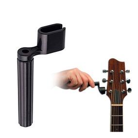 Enrollador de cuerdas de guitarra.